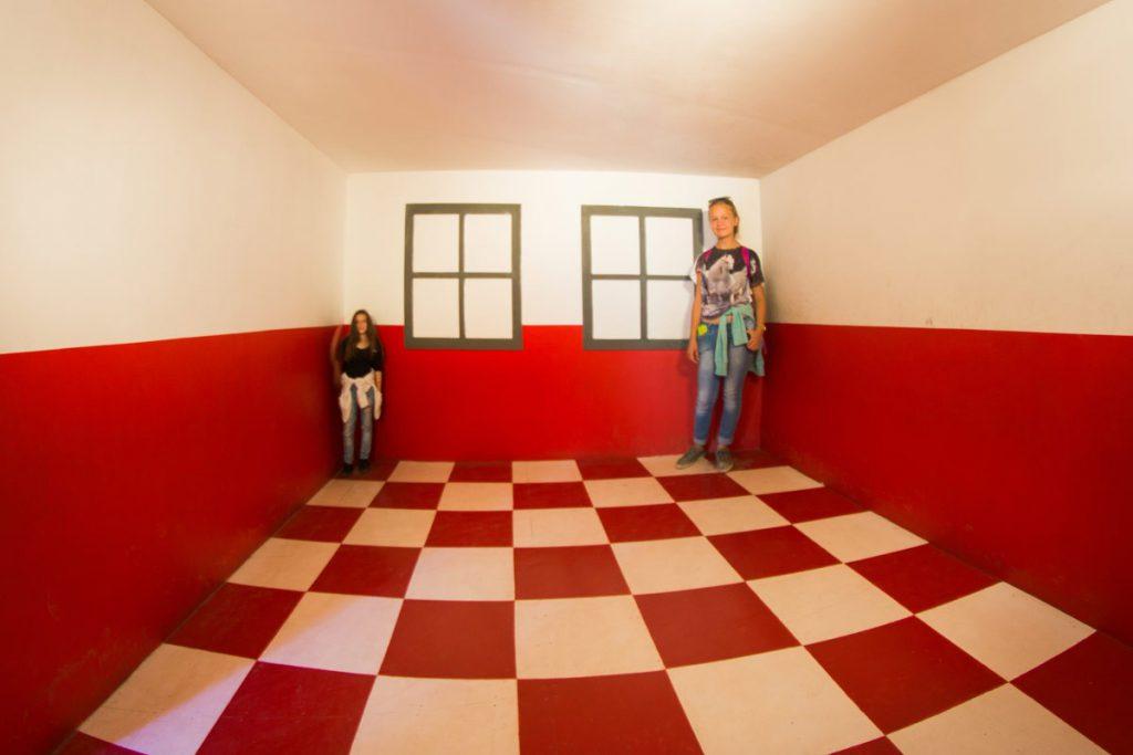 Ames' room